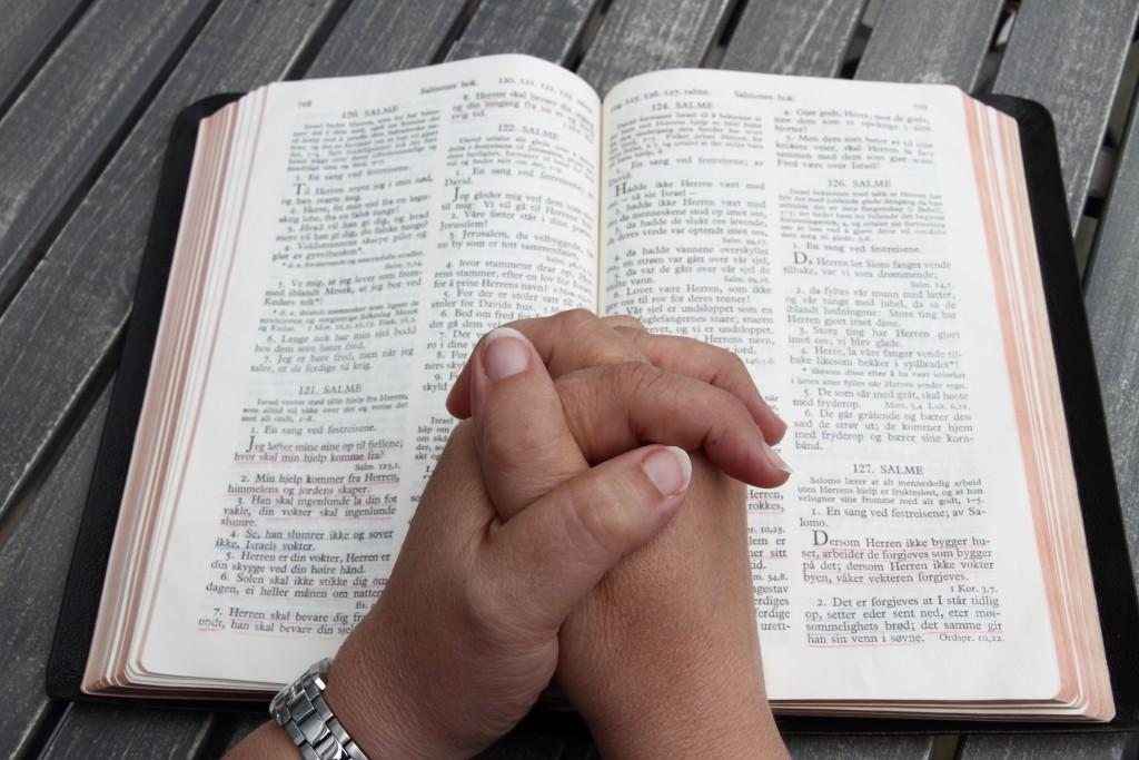 Bibel.Fold.hender